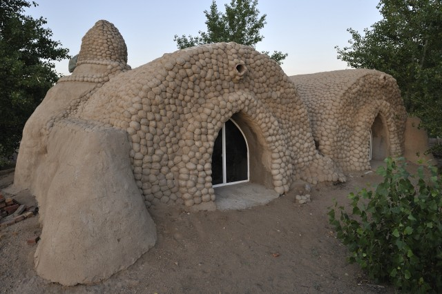 Low cost green home superadobe for Adobe house construction cost